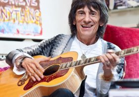 "Ronnie Wood Rejects Chemo – ""I wasn't going to lose my hair"""