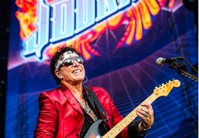"""Journey's Jonathan Caine Says There's """"No Way"""" The Band Will Break Up Over Trump Visit Feud"""