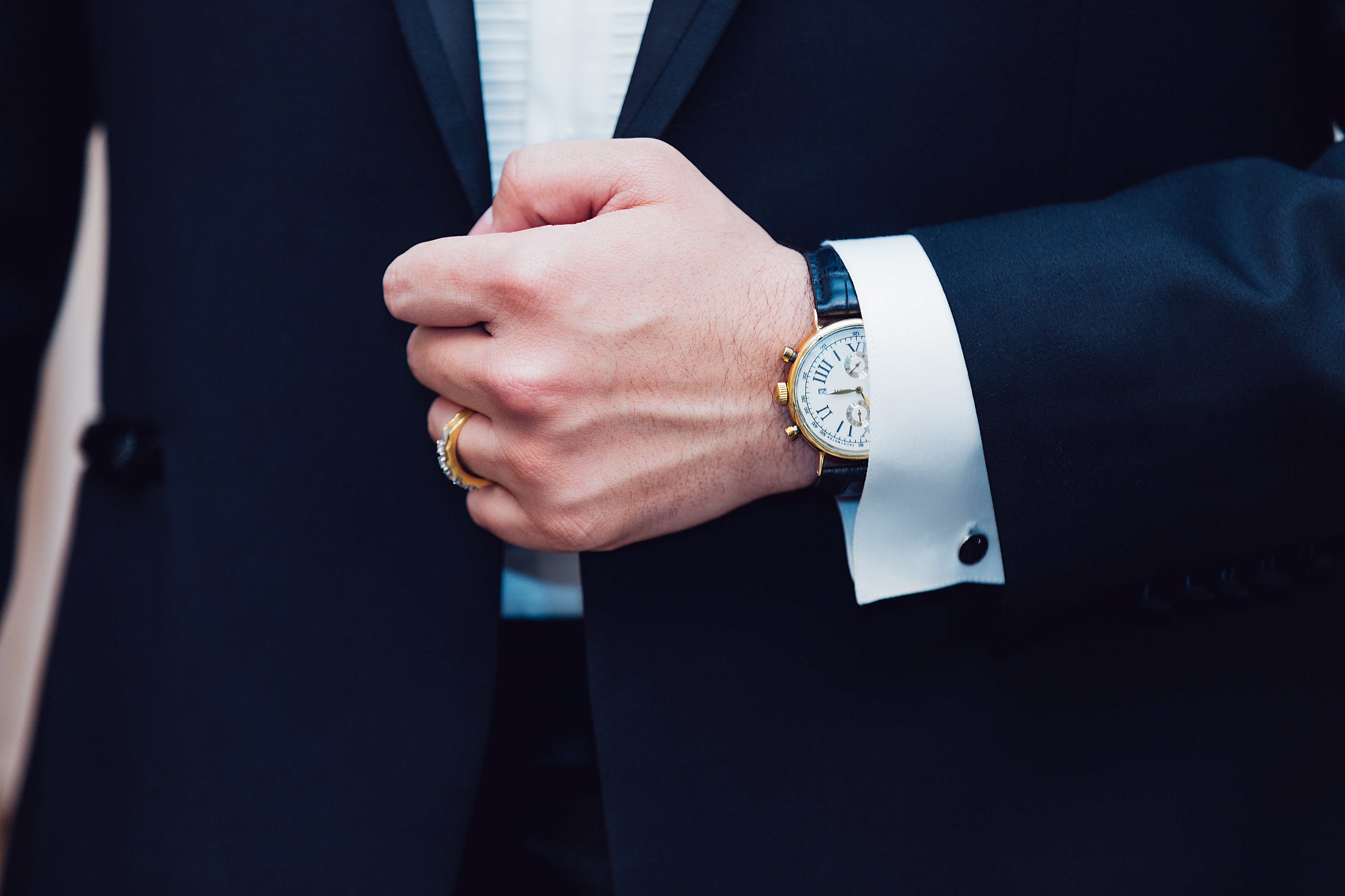 Yes, the smartphone tells the time. But successful men wear a watch.