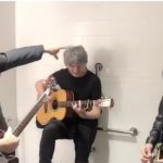 Eddie Vedder, Neil Finn, Mike Campbell Jam In The Bathroom
